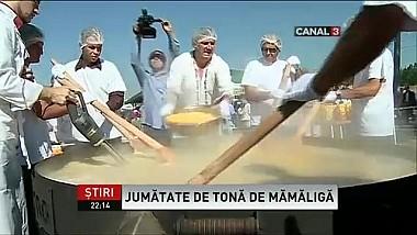 Cea mai mare mămăliga din ţara s-a gătit în faţa zeci de pofticioşi