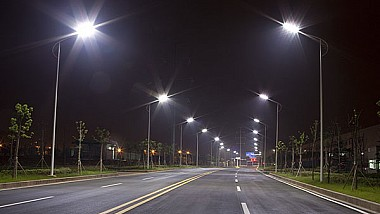 Lumină pe drumurile provinciale datorită proiectelor finanţate din bani publici