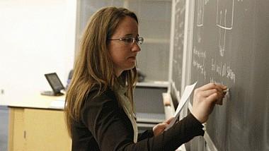 Veste bună pentru profesori. Începând cu 1 septembrie, aceştia vor primi salarii mai mari cu opt la sută