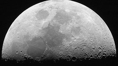 Ruşii vor din nou pe lună