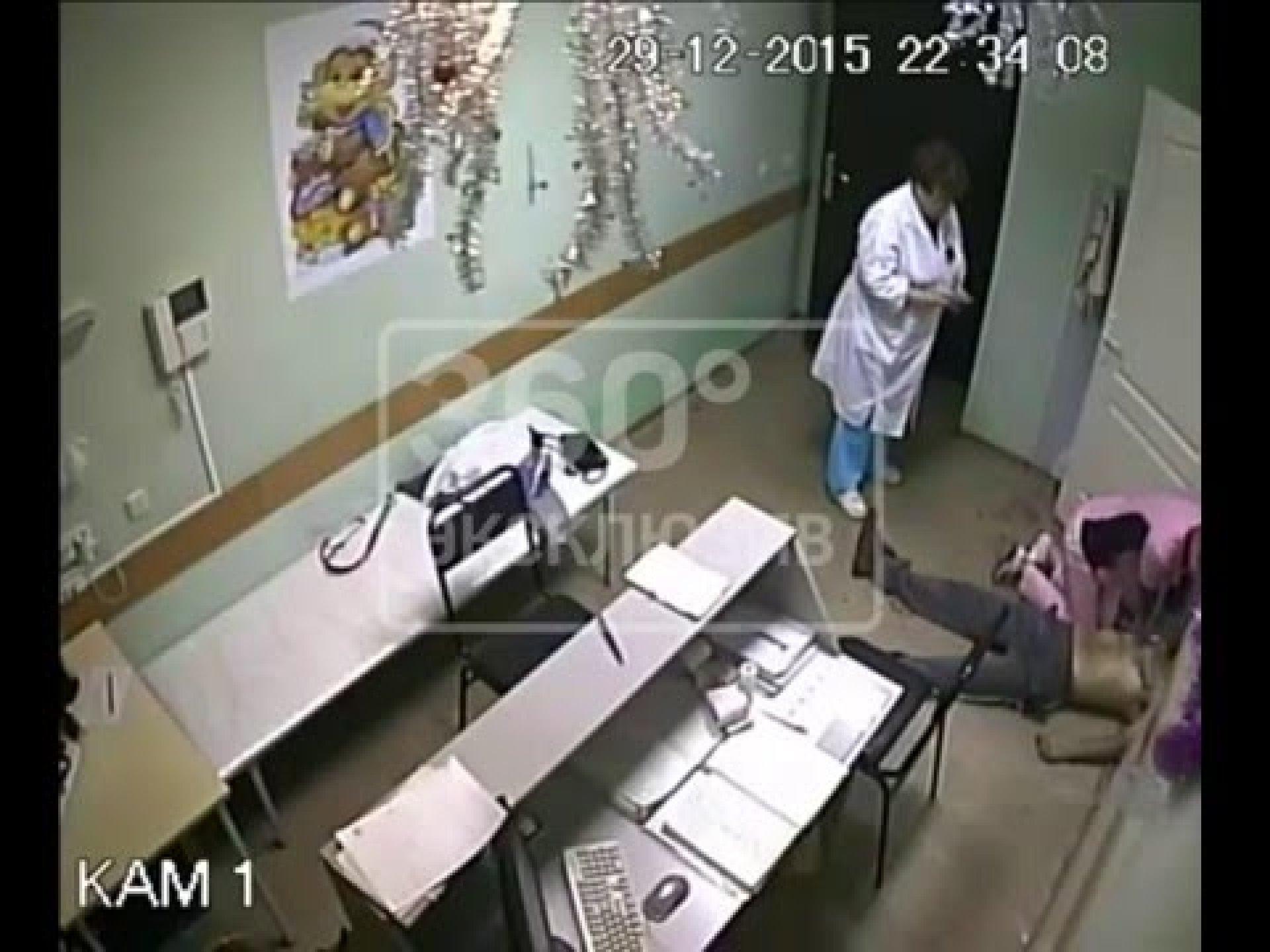 Трахнул медсестру у неё в кабинете, Клиент трахнул медсестру в кабинете 20 фотография