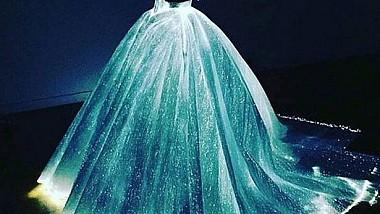 """Prinţesa """"tehnologizată"""". Rochia care atras toate privirile la MET Gala 2016"""