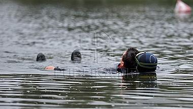 Campanie de informare despre pericolul scăldatului în locuri neautorizate. Salvatorii au efectuat exerciții de salvare pe lacul din parcul Valea Morilor