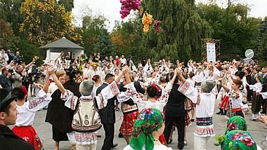 Vinurile şi tradiţiile ar putea să atragă mai mulţi turiști străini în ţara