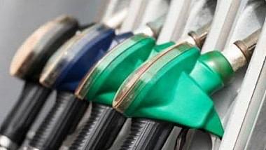 Decizia ANRE de majorare a preţurilor la carburanţi a fost suspendată de către instanţa de judecată