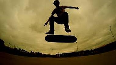 Un american, care şi-a pierdut vederea, reuşeşte trucuri extraordinare pe skateboard
