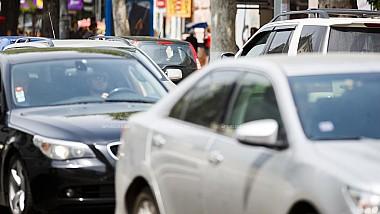 Scandal în trafic. Un șofer s-a dat în spectacol, după ce a provocat un accident rutier