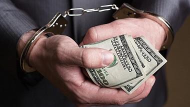 30 de zile de arest pentru inspectorul fiscal, reţinut în cadrul unui dosar penal privind extorcarea de bani de la antreprenori