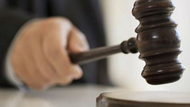 Poliţişti, învinuiţi de corupţie vor compărea pe baca acuzaţilor