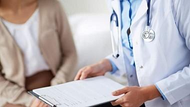 Peste o sută de bătrâni din satul Răspopeni au fost examinați gratuit de către o echipă de medici