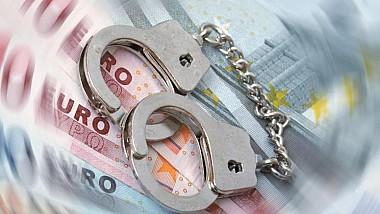 Preşedintele Comisiei Funciare din raionul Anenii Noi şi un prieten de-al său ar fi extorcat două mii de euro de la proprietarul unui magazin