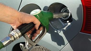 Se scumpesc carburanţii din nou
