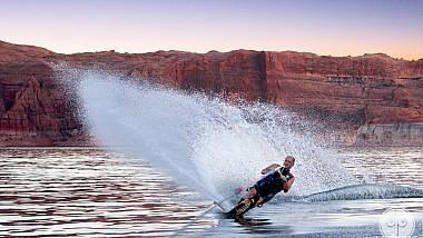 Nebunie curată pe lacul Powell din statul american Utah. Vânătorii de adrenalină s-au scăpat la sporturi extreme