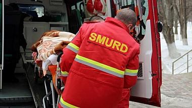 GRAV accident rutier lângă Bălți! Un autobuz s-a ciocnit cu un camion. Patru persoane, transportate de urgenţă la spital