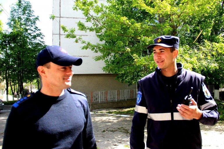 GALERIE FOTO. Angajații serviciilor de forță lucrează cu toate puterile și în weekend pentru a face Capitala mai curată