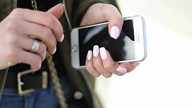 Telefoanele mobile vor fi interzise în toate școlile din Franța