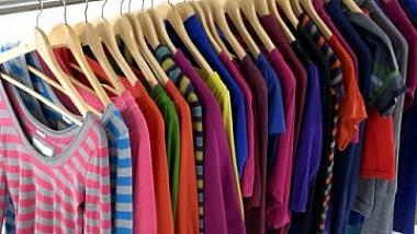 Mulți moldoveni cheltuiesc de două ori mai mult decât europenii pe haine și încălțăminte