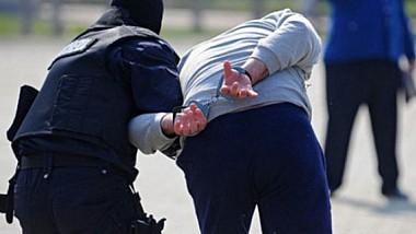 Trei vânzători de heroină, reţinuţi în flagrant de către ofiţerii antidrog şi poliţiştii din Capitală