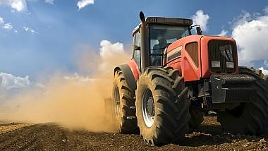 A primit subvenţii de 300 de mii de lei, pentru a-şi cumpăra un tractor, dar a vândut vehiculul în Ucraina