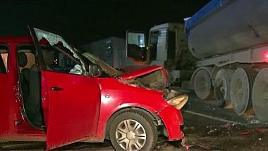 Accident terifiant la Sângera. Patru poliţişti au ajuns la spital, după ce maşina în care se aflau s-a izbit într-un camion