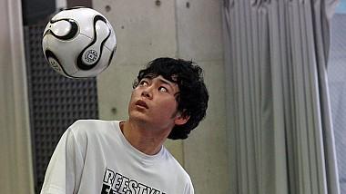 A ajuns în Cartea Recordului după ce a reușit să facă 189 de jonglerii cu capul, într-un singur minut