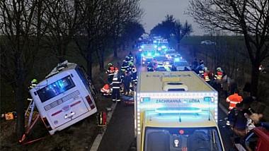 Accident terifiant în Praga. Cel puțin trei oameni au murit și alți 45 au fost răniți, în urma coliziunii dintre un autobuz de linie și o mașină
