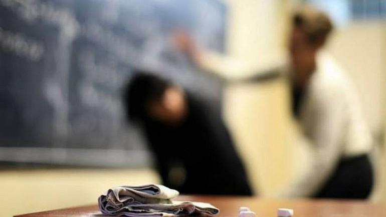 Spiritele se încing la liceul Gheorghe Asachi. Cazul elevului agresat de o profesoară este investigat