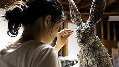 O artistă din Japonia transformă maculatura în adevărate opere de artă