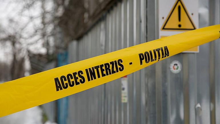 Incident şocant la Făleşti. Un tânăr de 19 ani a vrut să-şi incendieze propria mamă