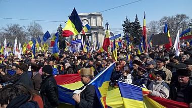 Marşul Unirii la Chişinău. Mii de oameni au participat la Marea Adunare Centenară, organizată cu ocazia împlinirii a o sută de ani de la unirea Basarabiei cu România