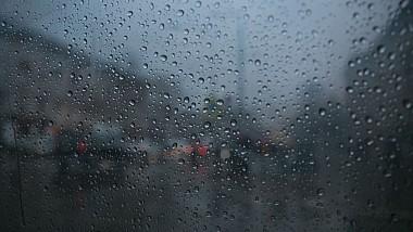 Ploi puternice, însoțite de descărcări electrice. Meteorologii au emis o avertizare de schimbare bruscă a vremii