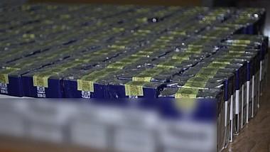 Captură de ţigări de contrabandă, în valoare de aproape două milioane şi jumătate de lei. Marfa a fost camuflată printre tone de zahăr