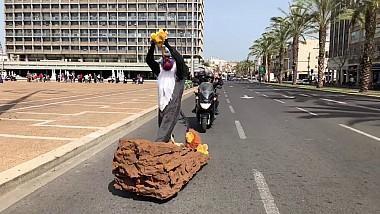 Un altfel de skateboarding. Un bărbat din Israel apare pe străzi costumat în diverse personaje din cele mai de succes producții cinematografice
