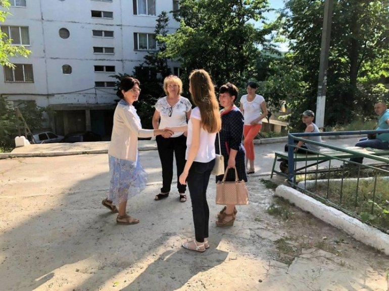 Campania Fă ceva bun pentru Chişinău, lansată de Silvia Radu, continuă. Un teren de joacă modern, amenajat în Buiucani