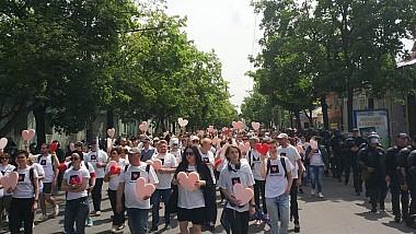 """Zeci de susținători ai comunității LGBT din Moldova au participat la marșul pașnic, cu mesajul """"Fără frică de iubire"""""""