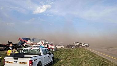 O furtună de praf a provocat un accident în lanţ pe o autostradă din Nebraska. Un om a murit şi 15 au fost răniţi în coliziune