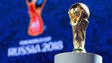 Переходящий кубок Чемпионата Мира по футболу установили на Манежной площади в Москве