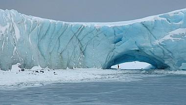 Un amator de sporturi extreme s-a aruncat de pe un aisberg, în Antarctica