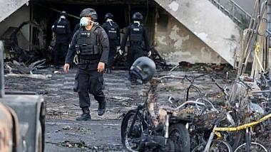 Un om a murit şi 40 au fost răniţi în oraşul Surabaya din sudul Indoneziei, în 3 atacuri separate cu bombă