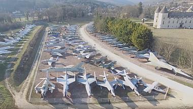 Zeci de modele de avioane de luptă la castel