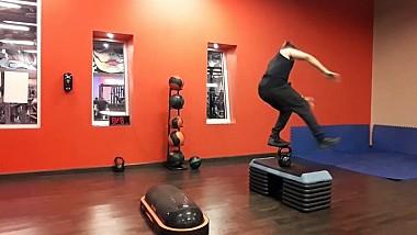 Echilibru de invidiat. Travis Horn aterizează fără nicio problemă pe obiecte înguste ca suprafaţă