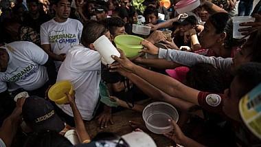 Soluţii pe timp de colaps economic. Locuitorii Venezuelei, nevoiţi să recurgă la diverse metode de a-şi duce traiul şi de a supravieţui