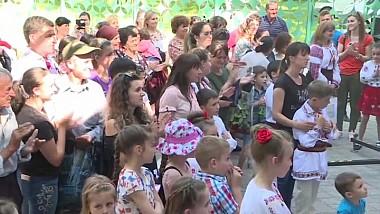 Muzică bună, vin şi mici la Lozova. Localnicii au sărbătorit hramul satului