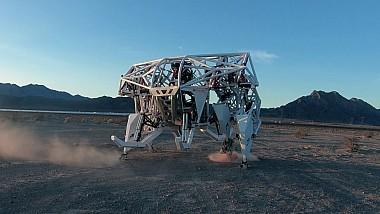 O echipă de canadieni a dezvoltat o maşinărie complexă, care poate fi pilotată de oameni