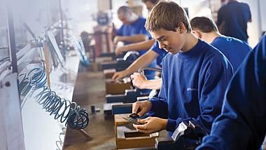 """Минпросвет запустил кампанию """"Учишься, работаешь, зарабатываешь"""" в поддержку дуального обучения"""