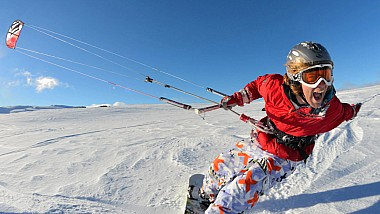 Snowboarding cu parapanta