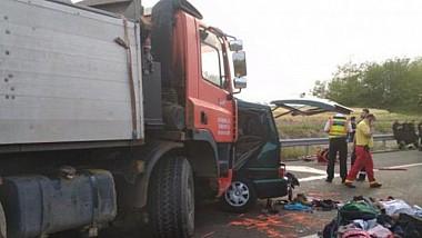Жуткое ДТП произошло в Венгрии. 9-ть граждан Румынии погибли в результате столкновения микроавтобуса с грузовиком