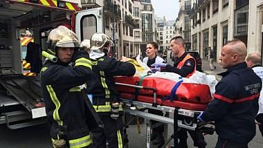 Panică în centrul Parisului. Un bărbat a înjunghiat mai mulţi trecători: o persoană a fost ucisă, iar alte patru, rănite