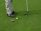 Un instructor de golf s-a plictisit să trimită bila în gaură în mod tradiţional aşa că a decis să combine sporturile, dar şi suporturile