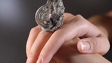 Cele mai multe diamante de pe un singur inel